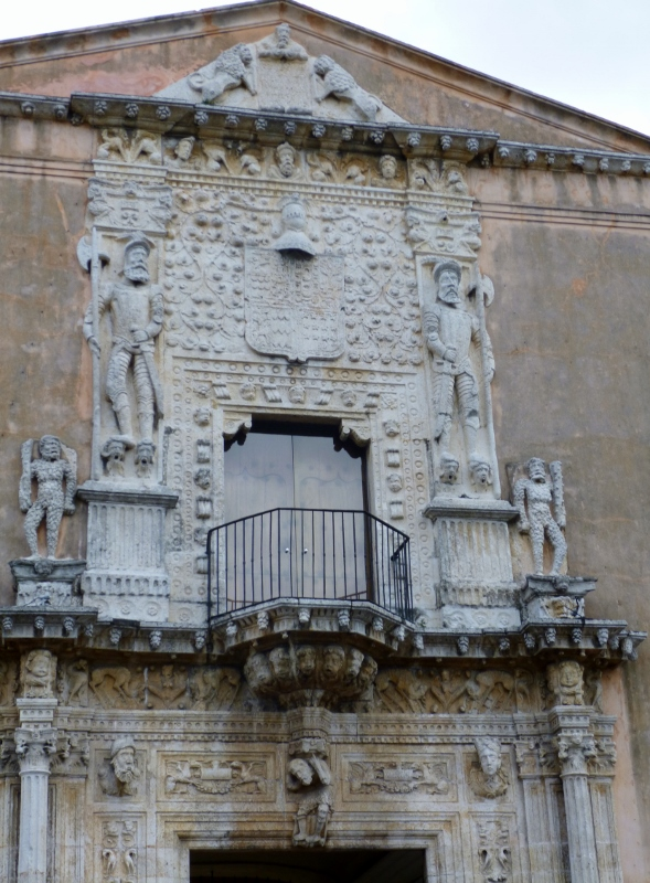 Casa Montejo and a graphic illustration of the Spaniards conquering the Maya