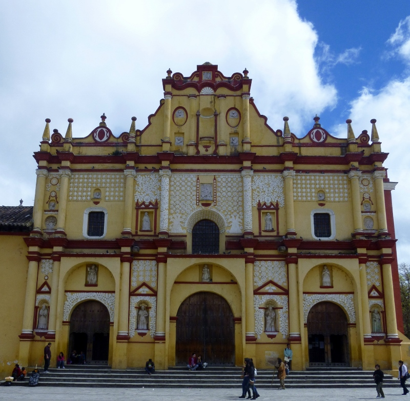 Templo Santa Domingo at Parque Central