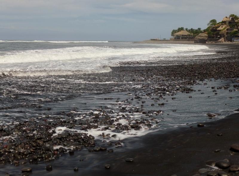El Tunco black sand beaches