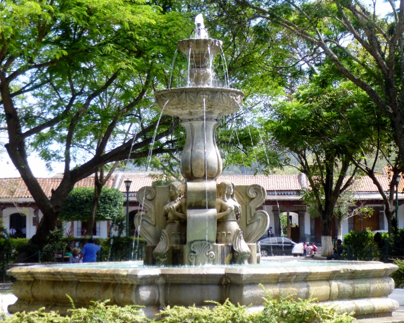 Fountain in Parque Central
