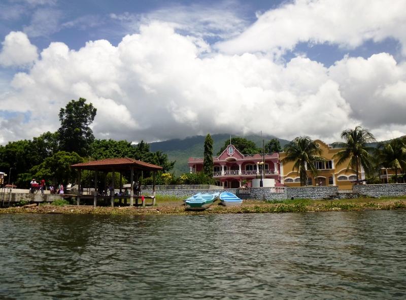 Water front at Lago Izabel