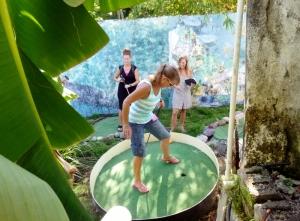 Mini-golf balancing act