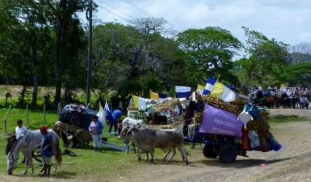 Easter Pilgrims to Popoyuapa - near Rivas