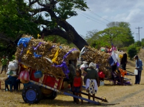Colorful carts of Easter pilgrims to Popoyuapa - near Rivas