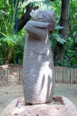 Monkey looking at the sky - Olmec statuary - Villahermosa, Tabasco