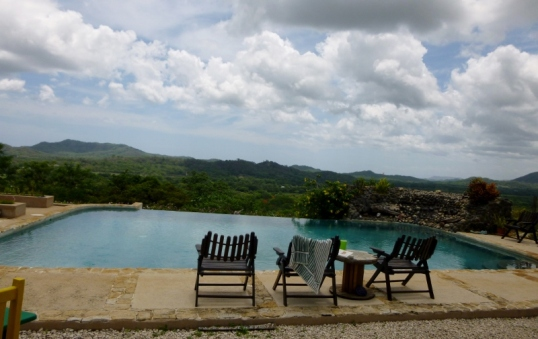 Infinity pool with an infinite view - Panacea yoga retreat - Tamarindo