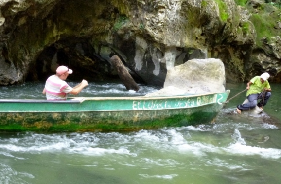 Navigating through the rocks and boulders - Valle Boqueron - Rio Dulce