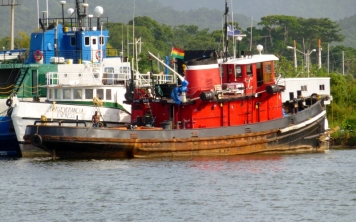 A tug at La Cieba, Colon