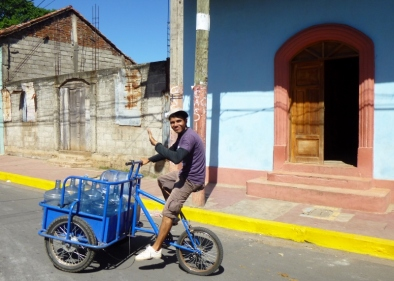 A smile and a wave - Granada. Nicaragua