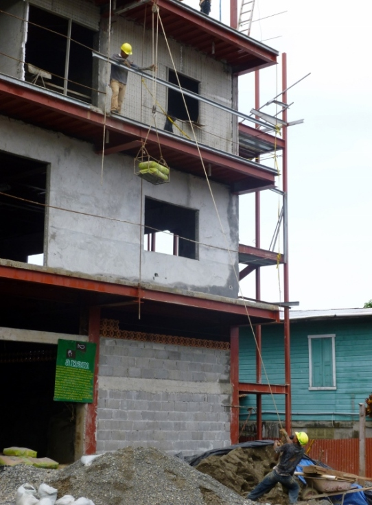 Building by hand, muscle and tool - Bocas del Toro