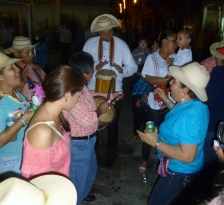 traditional singing (chant and chorus) in Las Tablas
