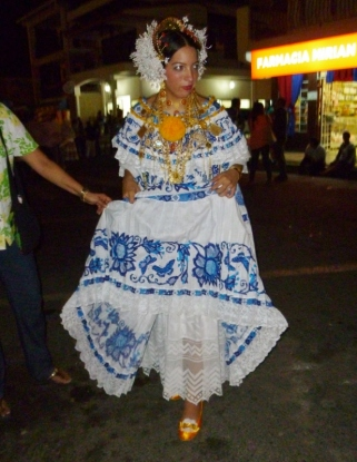 showing the Pollera underskirt - Las Tablas