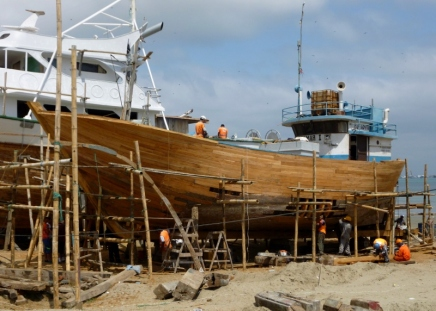 the hull is cleaned for retreatment, Manta wooden boatyard