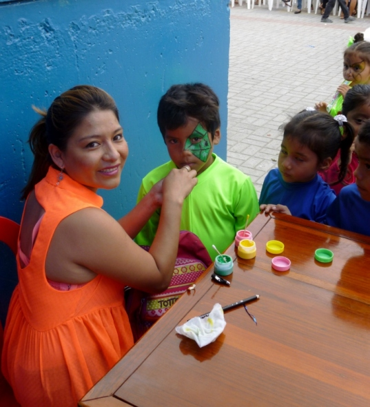 face painting in Manta, Ecuador