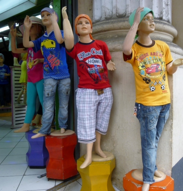 colorful mannequins - Lima