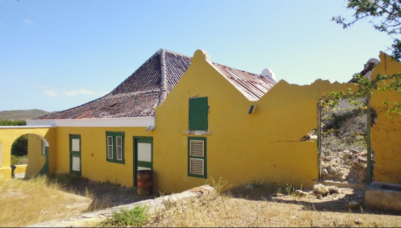 Landhuis San Juan neglected and in need of restoration