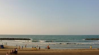 beach across Avenida Santander, Cartagena