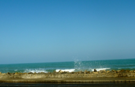 surf overtops low wall, Cartagena
