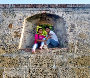 Lovers in walled city, Cartagena, Colombia