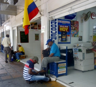 shoeshine man in Barrio Getsemani, Cartagena