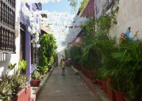 Callejon Angosto in Barrio Gatsemani; the plastic bag street - Cartagena