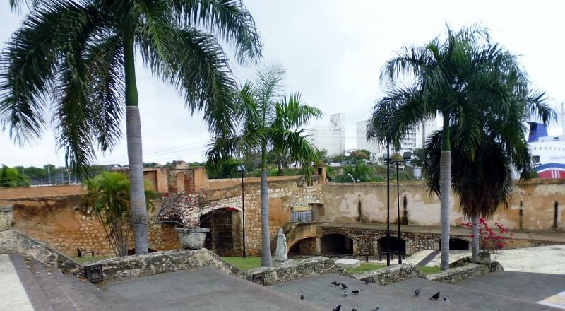 sideview of Alcázar de Colón
