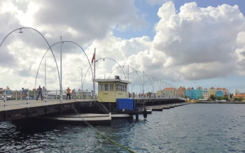 Punda District - Willemstad - Queen Emma Pontoon Bridge