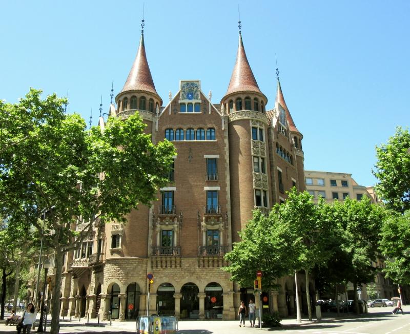 """""""House of Spikes"""" - 1905 Casa Terrades - Casa de les Punxes"""