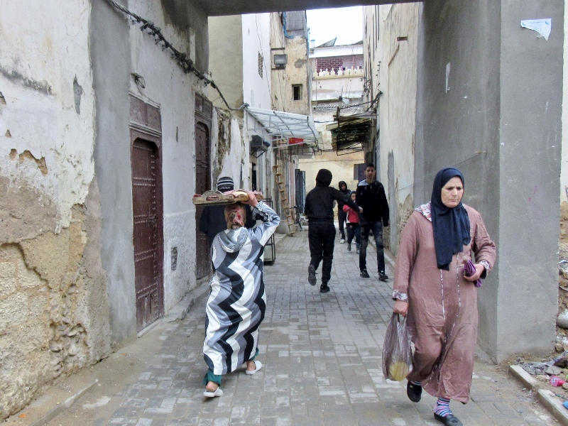 Jewish Quarter-women in djellaba