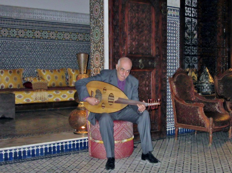 lute player in Ryad Ayala