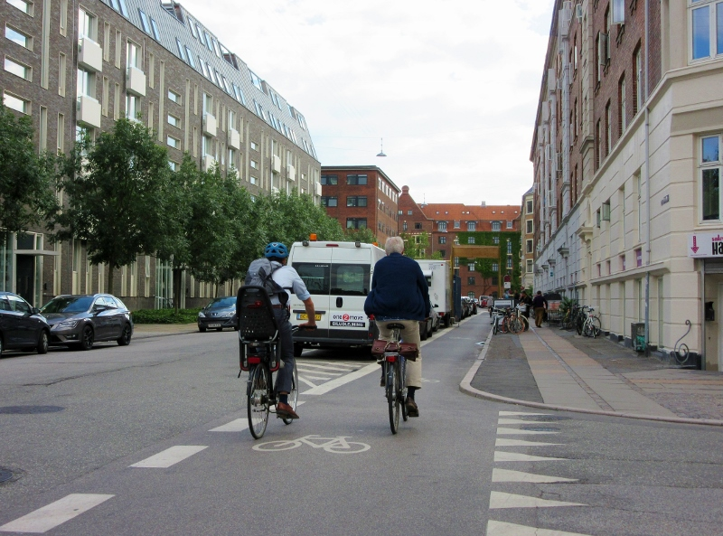Copenhagens Bike friendly streets - photo by noparticularplacetogo.net
