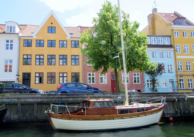 Christianshavn along th canal tour - photo by No Particular Place To Go