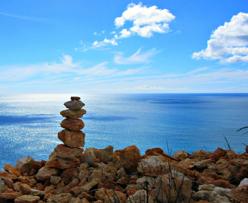 A cairn along the cliff path near Lagos
